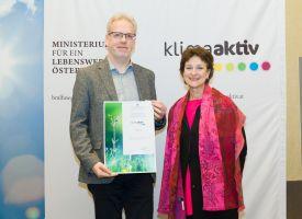 Gerhard Bartak mit Dr. Martina Schuster vom BMLFUW bei der klimaaktiv Fachtagung