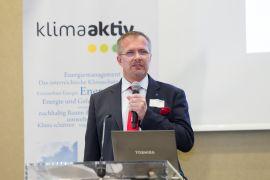 Ing. Michael Wallner präsentiert die Energieeffizienzmaßnahmen im Rahmen der klimaaktiv Fachtagung